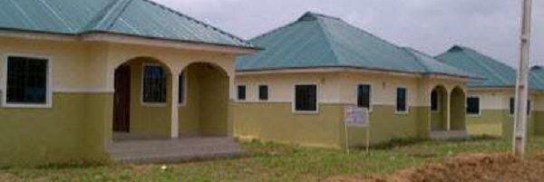 Nig ria construction de maison en paille de riz les topohs du kwatt for Construction de maison en paille